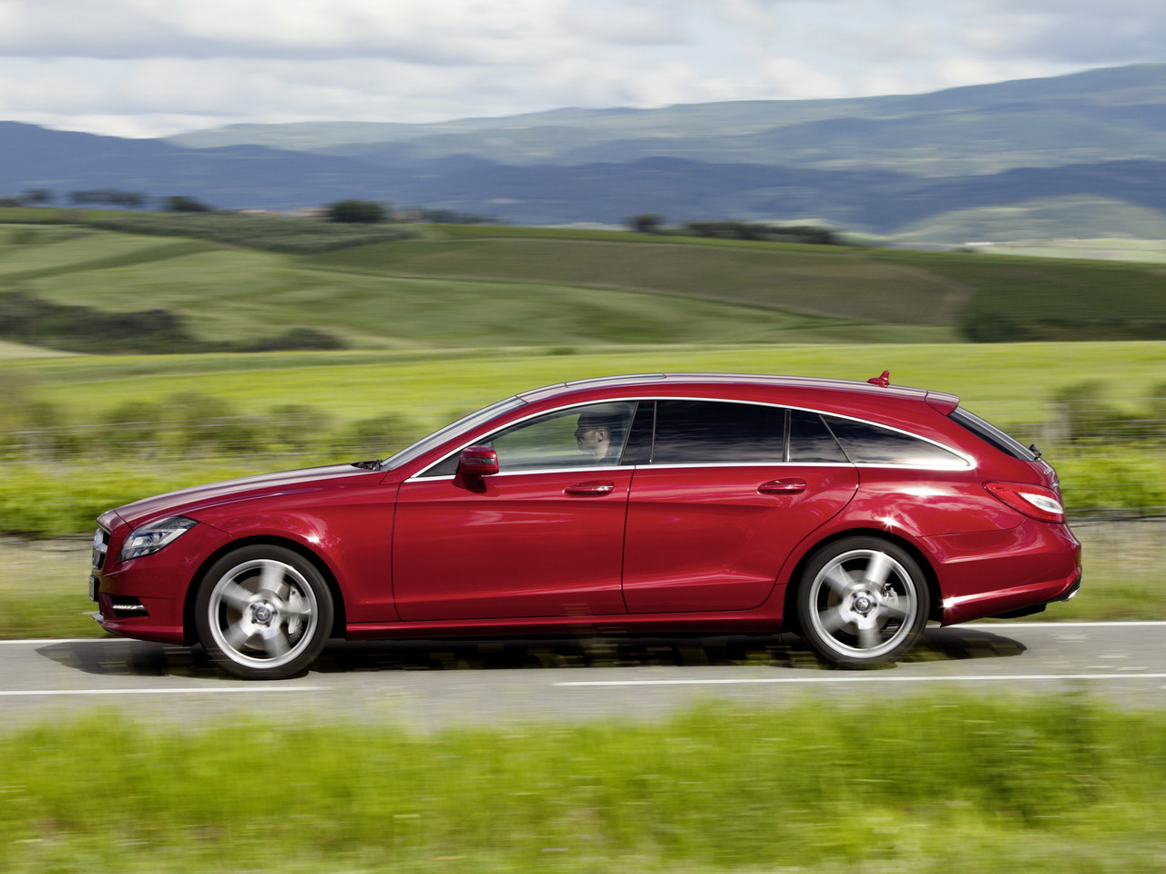 mercedes-benz_cls_500_4matic_shooting_brake_amg_sports_package_2.jpg